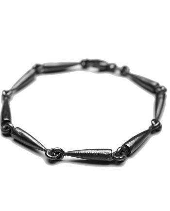 Keglearmbånd oxideret sølv