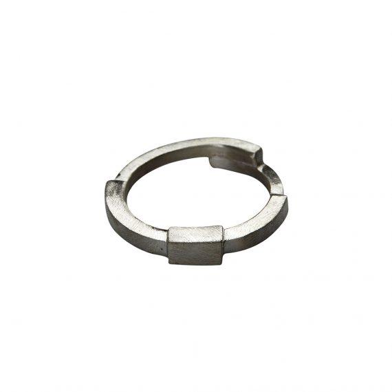 Sølvring i råt design - Cubes af Guldsmed Ø