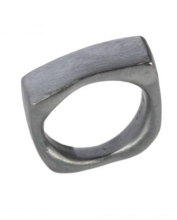 "Ring ""Boyfriend cut"" (Oxydret Sølv)"